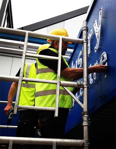 sign fitters